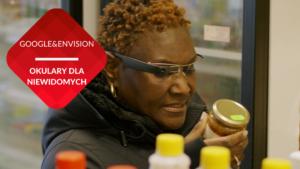 kobieta czarnoskóra niewidoma czyta etykietę na słoiku