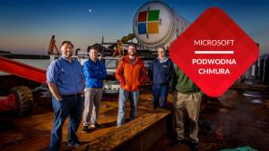 przenosnepl_mężczyźni na tle podwodnej serwerowni Microsoft