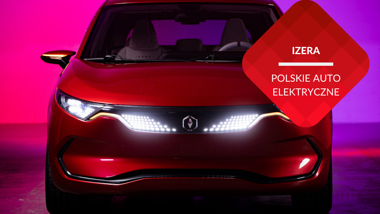 przenosnepl_izera polski samochód elektryczny z przodu czerwony z zapalonymi światłami w ciemnym pomieszczeniu