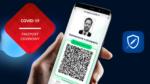 przenosnepl_dłon trzyma smarfon z aplikacja mObywatel w ktorej wyswietla sie paszport covidowy